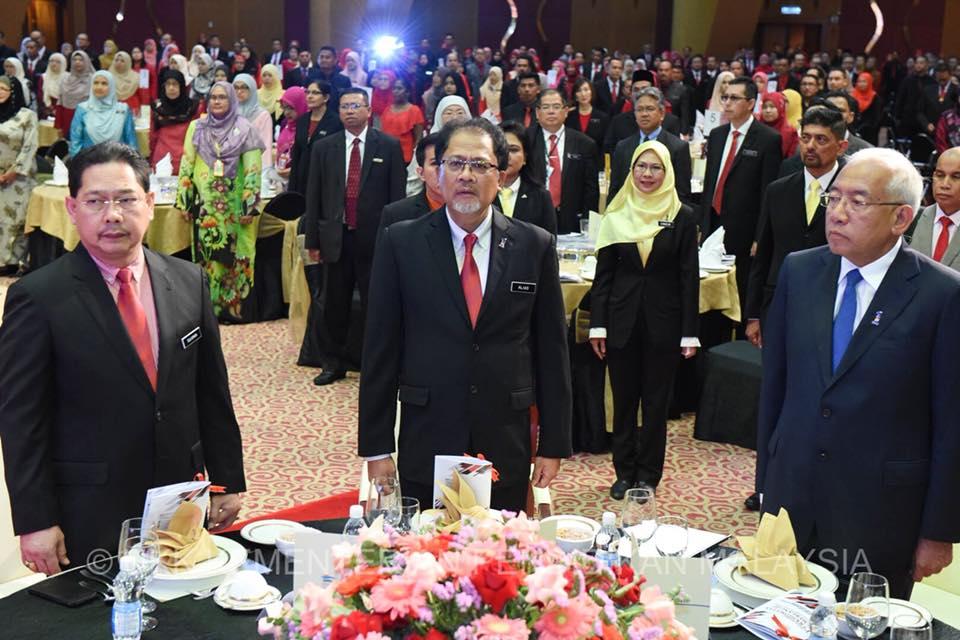 Kpm Majlis Anugerah Perkhidmatan Cemerlang Apc2017 Kpm Disempurnakan Oleh Yb Dato Seri Mahdzir Khalid Menteri Pendidikan Malaysia Pada 20 Mac 2018 Di Dewan Perdana Pusat Konvensyen Antarabangsa Putrajaya Picc Putrajaya
